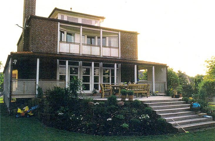 Villa R.